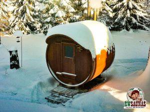 RW Saunas Barrel Sauna with overhead lip